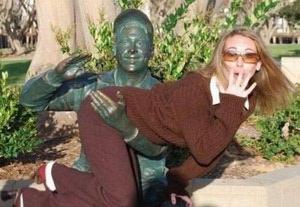 posing-statues-oops
