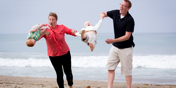 family-portrait-fail-baby-drop